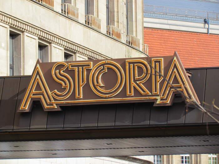 Astoria-Schriftzug