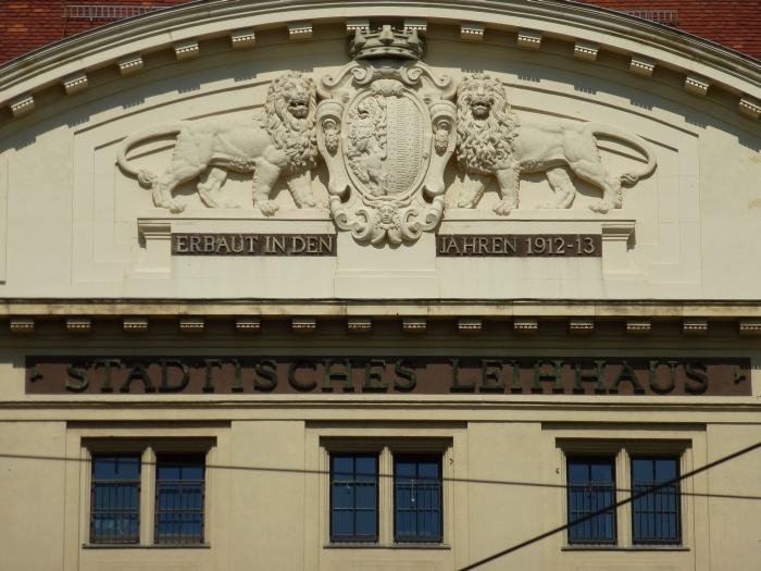 Städtisches Leihhaus (Schriftzug im Schatten)