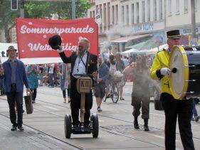 Karl Heine fährt Segway