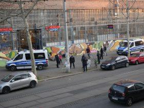 Polizei vorm Westwerk