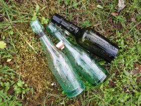 Drei Flaschen aus dem Tagebau