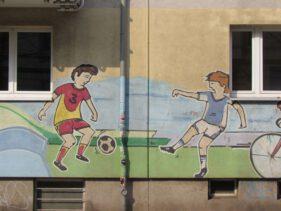 Zum Thema passendes Graffiti in der Südvorstadt, Foto von 2014